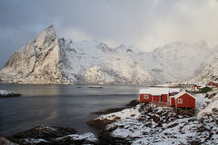 Hamnoy's rorbuer  and  mounts in wintertime Royalty Free Stock Photos