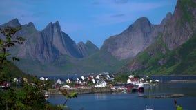 Hamnoydorp in Noorwegen stock video