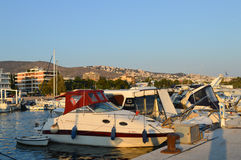 Hamnplats för fiskare` s i Glyfada, Aten, Grekland på Juni 14, 2017 Royaltyfri Foto
