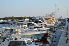 Hamnplats för fiskare` s i Glyfada, Aten, Grekland på Juni 14, 2017 Arkivbild