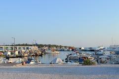 Hamnplats för fiskare` s i Glyfada, Aten, Grekland på Juni 14, 2017 Royaltyfria Bilder