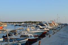 Hamnplats för fiskare` s i Glyfada, Aten, Grekland på Juni 14, 2017 Royaltyfri Fotografi