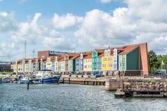 Hamnplatshus i Hellevoetsluis, Nederländerna Arkivbild