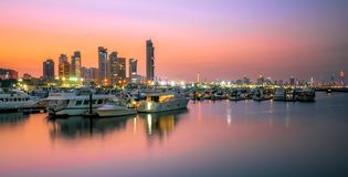 Hamnsolnedgång i Kuwait fotografering för bildbyråer