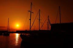 hamnsolnedgångyacht Royaltyfri Fotografi