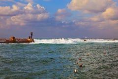 hamnstad i stormen fotografering för bildbyråer