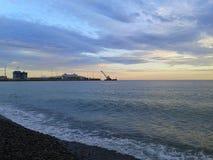 Hamnstad Sochi, hav och moln på solnedgången Arkivfoton