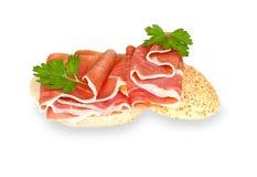 Hamon smörgås som isoleras på en vit Arkivfoto