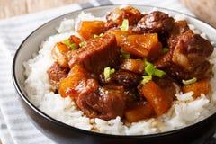 Hamonado filipino saboroso da carne de porco no suco de abacaxi com fim do arroz imagens de stock