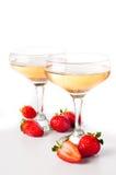 Hampagne con las fresas en un fondo blanco Foto de archivo libre de regalías