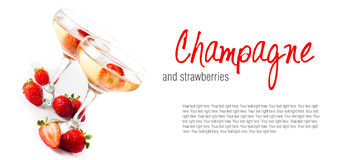 Hampagne con las fresas en un fondo blanco Foto de archivo