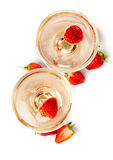 Hampagne con las fresas en un fondo blanco Imagen de archivo