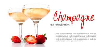 Hampagne med jordgubbar på en vit bakgrund Royaltyfri Fotografi