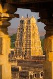 Hampi enmarcó las ruinas del templo de Virupaksha antiguas Fotografía de archivo libre de regalías