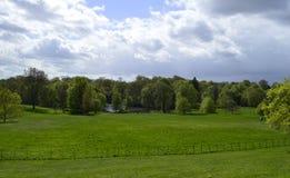Hampstead hed och sjö framme av det Kenwood huset i London UK royaltyfri foto
