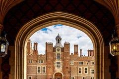 Hampton Court dans le jour d'été Photographie stock