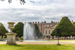 Hampton Court in de zomerdag stock fotografie