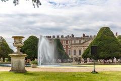 Hampton Court en día de verano Fotografía de archivo