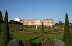 Hampton Court en Tuinen. Stock Fotografie
