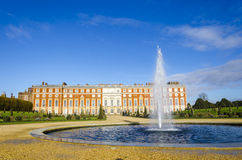 Hampton Court, England Stockbilder
