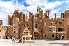 Hampton Court i sommardag Fotografering för Bildbyråer