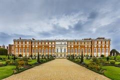 Hampton Court Palace Imágenes de archivo libres de regalías