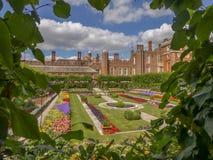 Hampton Court Palace dichtbij Londen, het UK stock foto