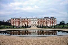Hampton Court Palace en Inglaterra, Reino Unido Foto de archivo libre de regalías