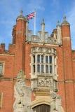 Hampton Court Palace en retrato Imágenes de archivo libres de regalías