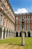 Hampton Court Palace-Hof, London Stockfotografie