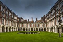 Hampton Court Palace Internal Court Royalty-vrije Stock Afbeelding