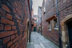 Hampton Court Palace met Tuinen royalty-vrije stock fotografie