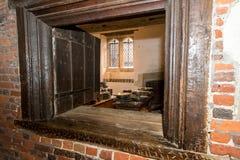Hampton Court Palace met Tuinen royalty-vrije stock afbeeldingen
