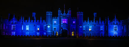 Hampton Court Palace na noite Imagens de Stock Royalty Free