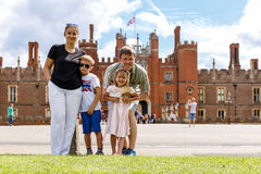 Hampton Court am Sommertag Lizenzfreies Stockfoto