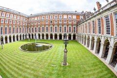 Hampton Court am Sommertag Stockbild