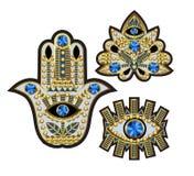 Hamsa, wszystkowidzący oko i lotosowe łaty haftujący z, koralikami, cekinami i biżuterią, również zwrócić corel ilustracji wektor Zdjęcia Royalty Free
