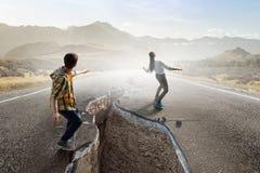 Han är den kalla skateboarderen Blandat massmedia royaltyfri fotografi