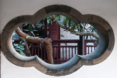 Han arbeta i trädgården i Yangzhou, Kina Royaltyfri Bild