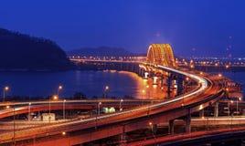 Han River avec le pont de Banghwa Images libres de droits