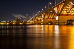Han rzeka z Seongsan mostem przy nocą zdjęcie royalty free