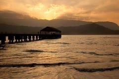 Hanalei Pier am Sonnenuntergang lizenzfreies stockbild