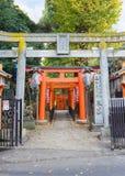 Hanazono Inari relikskrin i Tokyo Royaltyfria Bilder