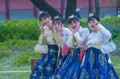 Hanbok koreanska traditionella kläder Arkivfoto