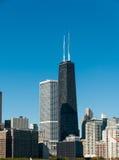 Hancock byggnad och Chicago horisont Arkivfoto