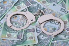 Hancuffs und Banknoten im Hintergrund Stockbild