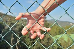 Hand auf der Grenze Lizenzfreies Stockbild