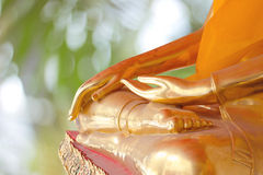 Hand av Buddhastatyn Arkivfoto