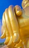 Hand av den stora Buddhastatyn Arkivfoto
