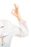 Hand av doktorn som ok visar ok handteckengest Royaltyfri Fotografi